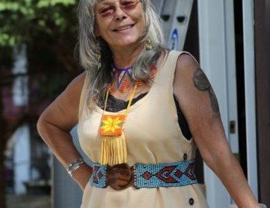 Grandmother Robin Tekwelus Youngblood, USA komt naar de Human World Summit