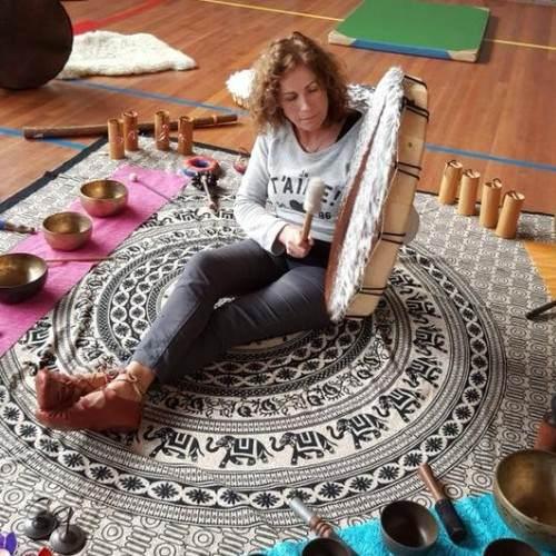Massage and sound bowls, Cora de Jonge and Marion Weber